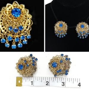 Jewelry - Vintage Gold Tone and Rhinestone Clip On Earrings